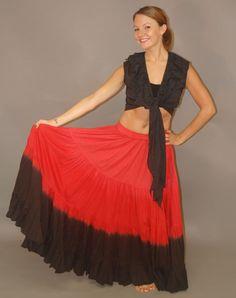 Czerwona spódnica pokazuje jej ognisty temperament.