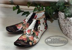 Perfecto Paper Shoes, Decoupage Wood, Shoe Molding, Old Shoes, Shoe Last, Junk Art, Painted Shoes, Vintage Shoes, Wood Art