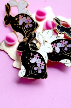Floral Rabbit enamel pin Animal with flowers Animal enamel pin Black and white Yin and yang Bunny pin Floral rabbit pin Black and white Jacket Pins, Cool Pins, Hard Enamel Pin, Metal Pins, Pin And Patches, Pin Up Style, Pin Badges, Pink Glitter, Lapel Pins