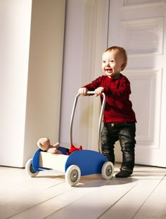On the move! As your child walks more steadily, the wheels on the EKORRE toddler wagon / walker can be set to roll stiffly or smoothly, and the handle can be mounted in two different positions to provide the best support!