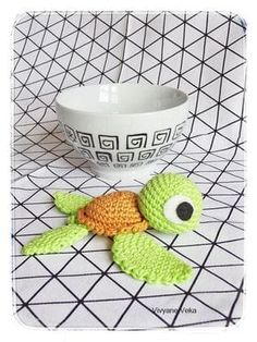 The tutorial of my little crocheted turtle! (As I already told you in my first article about her, it is largely inspired by that of Pica-Pa … Source by nathascrap Crochet Diy, Crochet Amigurumi, Amigurumi Patterns, Crochet Patterns, Mobiles En Crochet, Crochet Mobile, Crochet Animals, Yarn Crafts, Crochet Projects