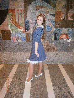 Modré bodkované retro šaty