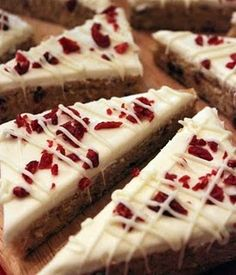 Starbucks Cranberry Bliss Bars - this recipe is missing the fresh squeezed lemon in both the cream cheese topping and actual bar. Use fresh lemon and make the bars amazing Just Desserts, Delicious Desserts, Dessert Recipes, Yummy Food, Dessert Ideas, Holiday Baking, Christmas Baking, Christmas Cookies, Christmas Treats