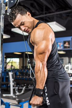 Press your way to a bigger pump and bigger arms with this shoulder-and-triceps workout!