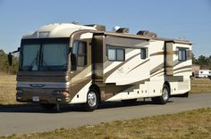 2003 Fleetwood American Tradition 40' luxury motorhome is perfect for first time buyers!  Available for sale at Motorhomes of Texas!