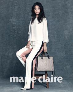 La actriz de Man from the Stars Jun Ji Hyun, posa para la próxima sesión de…