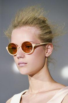 Modne okulary na sezon wiosna-lato 2015, Phillip Lim, fot. Imaxtree