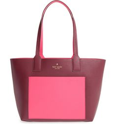 This spacious, relaxed Kate Spade shopper cut from rich pebbled leather reverses from a solid hue to a bold color-blocked finish for a style that's perfect whether in the mood to go with the flow or stand out from the pack.
