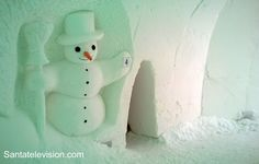 Santatelevision travel photo: Snowman world in Santa Claus Village in Rovaniemi in Lapland in Finland – Ice restaurant – ice bar – snow hotel
