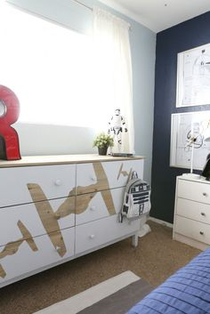 DIY Star Wars Dresser Stylish and easy - DIY Stars Wars Dresser - Classy Clutter Source by jlrunde. Star Wars Bedroom, Star Wars Nursery, Boy Star Wars Room, Geek Nursery, Decoracion Star Wars, Kids Bedroom, Bedroom Decor, Geek Bedroom, Trendy Bedroom