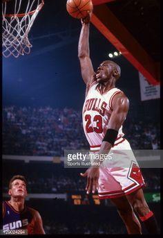 a0eb3c73f84 Fotografia de notícias : Chicago Bulls Michael Jordan in action, dunking...  Mike