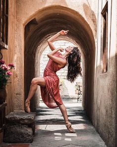 Beautiful Edith Luna, ballerina with Compañía Nacional de Danza México. Photo by Nath Martin - #painting #oil #oilpaintin #art