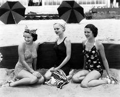∴ Trios ∴ the three graces, sisters, & groups of 3 in art and vintage photos - Beach girls, Vintage Bikini, Vintage Swimsuits, Beach Girls, Summer Girls, Retro Pictures, Seaside Pictures, Retro Pics, 1950s Fashion, Vintage Fashion