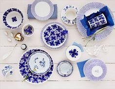 スウェーデン王室御用達窯として創業した「ロールストランド/RORSTRAND」。スウェーデンの老舗の陶器メーカーとして、その名を知られています。今回ご紹介するのは、フランス語で『友達・恋人』という意味をもつ「MonAmie(モナミ)」。パッと目を惹く印象的な藍色の柄が特徴的で、多くの人々から愛されているシリーズなんでです。 モナミの器がある美しい食卓風景を覗いてみましょう!