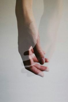 Hand Photography, Conceptual Photography, Minimal Photography, Aesthetic Photo, Aesthetic Pictures, Hand Fotografie, Diane Arbus, Hand Reference, Double Exposure