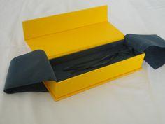 Caixa empastada para relógio/ pulseira em papel importado fecho em imã forrada com veludinho e berço de espuma acoplado também em veludo. Linha Luxo, venha conferir! -SeeYou-