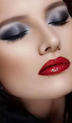 Smokey Eyes with Red lips are a classic Makeup trend of Be glamorous and stylish with this unique makeup. Read Smokey Eyes ideas with Red Lips here. Pink Eye Makeup, Lip Makeup, Purple Eyeshadow, Makeup Geek, Beautiful Lips, Gorgeous Makeup, Smokey Eyes, Unique Makeup, Natural Makeup
