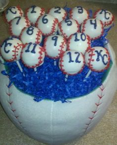 Royals Baseball Cake Pops - super cute, we can have their #'s on theirs :))) @Jeanette Lai Thomas Meade