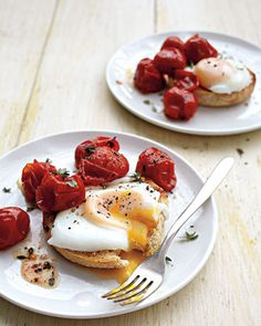 Bagels, sunny-side up eggs, and crushed tomatoes. Your healthy & nutritious bfast is ready to go.