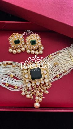 Fancy Jewellery, Gold Jewellery Design, Gold Jewelry, Beaded Jewelry, Pearl Choker, Pearl Necklace, Beaded Necklace, Diy Necklace Making, Rajputi Jewellery