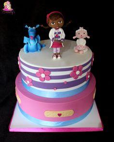 Gâteau docteur la peluche • doc mcstuffins fondant cake • gateau anniversaire • girl birthday fondant cake • cake decorating • l'atelier de roxane
