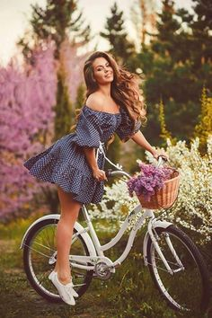 Funny pictures about The Beautiful Alena Kosheleva. Oh, and cool pics about The Beautiful Alena Kosheleva. Also, The Beautiful Alena Kosheleva photos. Bicycle Women, Bicycle Girl, Retro Bicycle, Bad Fashion, Cycling Girls, Cycle Chic, Image Of The Day, Bike Style, Women Life