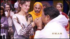 Marion Cotillard & Amma - Sri Mata Amritanandamayi Devi