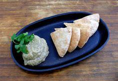 Baba Ganoush er en dipp med røtter i fra midtøsten som kan serveres både som en forrett sammen med godt ...