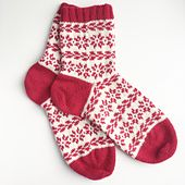 Ravelry: Finvintersokker pattern by Tonje Haugli Knitted Slippers, Wool Socks, Knitted Hats, Knitting Projects, Crochet Projects, Knitting Patterns, Knitting Help, Knitting Socks, Mitten Gloves
