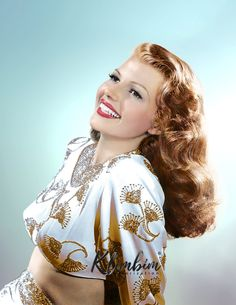 Rita Hayworth - Gilda, 1946 by klimbims Vintage Hollywood, Old Hollywood Stars, Hollywood Icons, Old Hollywood Glamour, Golden Age Of Hollywood, Hollywood Actresses, Classic Hollywood, Divas, Rita Hayworth Gilda