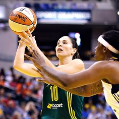 Sue Bird becomes 1st player to score 5,000 points, get 2,000 assists