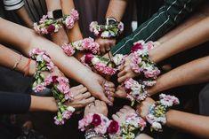 Bridal shower, wieczór panieński- jak sprawić żeby był wyjątkowy? Zobacz inspiracje na sesje zdjęciowe na wieczorze panieńskim! Marta Skrzypecka Fotografia Photo Sessions, Floral Wreath, Inspiration, Biblical Inspiration, Floral Crown, Inspirational, Flower Crowns, Inhalation, Flower Band