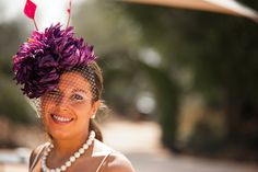 Ideal nuestra clienta con el modelo Carmen! Disponible en nuestra web con y sin velo en todos los colores  www.laboutiquedeluca.com #tocados #boda #invitada