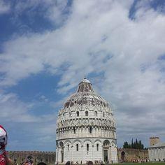Il Battistero di Pisa. Non importa quante volte vedi questa piazza. Ogni volta è una meraviglia che lascia senza fiato.  #Pisa #Toscana #Tuscany #Italy #Italia #instaitalian #instaitalia #igers #igtoscana #igersoftheday #igerstoscana #igerspisa #tower #summer #estate #family #travel #tourism