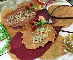 Golden Leaf / Pendant / Necklace / Jewelry / Handmade / Polymer clay #Handmade #Pendant Handmade Necklaces, Jewelry Necklaces, Handmade Jewelry, Handmade Polymer Clay, Handmade Art, Golden Leaves, Diffuser Necklace, Polymer Clay Necklace, Leaf Pendant