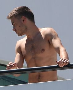 New PopGlitz.com: DAAAAMN: One Direction's Liam Payne Shares Sexy Shirtless Photo - http://popglitz.com/daaaamn-one-directions-liam-payne-shares-sexy-shirtless-photo/