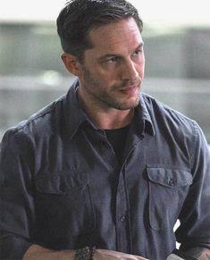 Tom Hardy in 'Venom' - First Look Photo!: Photo Here's your first look at Tom Hardy as Eddie Brock in the upcoming Venom movie! Tom plays the role of Eddie Brock/Venom in the movie. Film Venom, Venom Movie, Alex Pettyfer, Robert Pattinson, Keanu Reeves, Tom Hardy Haircut, Eddie Brock Venom, Tom Hardy Hot, Tom Hardy Legend