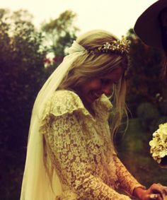30 Beautiful Boho Flower Crowns + DIY Tutorials