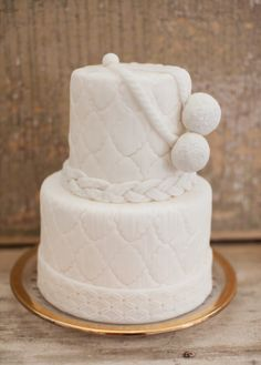 A winter wedding cake: http://www.stylemepretty.com/living/2014/12/22/winter-holiday-table-inspiration/ | Photography: Moondance - http://www.moondancephotography.org/