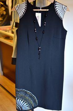 Sukienka haftowana i malowana ręcznie.