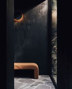 Our Polar Wall Light in Black can be used to accentuate texture walls, whilst also creating a distinct focal point. As shown here in  luxury accommodation in West Hobart. 📐 Designed by 📸 By