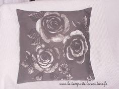 HOUSSES DE COUSSIN - Tons de gris et de blanc avec des roses - FAIT MAIN