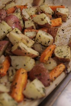 Prepare some delicious to the We give you several Meat Seasoning, Culinary Lavender, Lavender Recipes, Cooking Recipes, Healthy Recipes, Good Foods To Eat, Roasted Potatoes, Savoury Dishes, Veggies