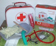 Ein Arztkoffer für Kinder ist ein weitverbreitetes Spielzeug und war bei uns ein Wusch zum Kindergeburtstag. Der Arztkoffer enthält die typischen Utensilien, die in solch einen Koffer gehören. Dies...
