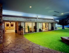 atomitat - underground nuclear bunker-slash-ranch style home! Survival Bow, Survival Kits, Survival Prepping, Bomb Shelter, Underground Bunker, Image Film, Retro Room, Time Capsule, Ranch Style