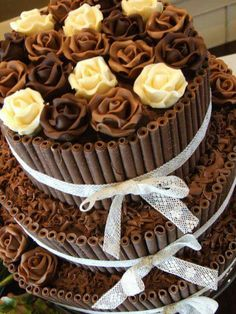 Maybe this type of thing ( can you buy the chocolate tubes? White chocolate would be more summery) with real flowers on top and in the bottom tier perhaps? Red/dark pink for Orangey sponge white chocolate would be nice. Kitkat Torte, Rodjendanske Torte, Pretty Cakes, Beautiful Cakes, Amazing Cakes, Cupcakes, Cupcake Cakes, Chocolates Gourmet, Cake Candy