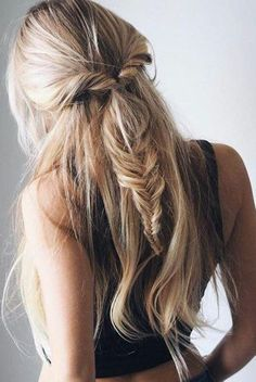 women's hairstyles zodiac sign Taurus long hair romantic