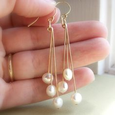 Modern coin pearl earrings, freshwater coin pearls, gold filled or sterling silver dangle earrings, coin pearl earrings, gold earrings Bridal Earrings, Beaded Earrings, Earrings Handmade, Pearl Earrings, Silver Earrings, Earings Dangle, Diamond Earrings, Cream Earrings, Bridesmaid Earrings