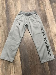 Gray Under Armour sweatpants. Good preowned condition, minimal signs of wear. Under Armour Sweatpants, Under Armour Pants, Mens Jogger Pants, Grey, Minimal, T Shirt, How To Wear, Signs, Nike