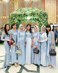 Baju raja s Pl. Dress Brukat, Kebaya Dress, Dress Pesta, Lace Dress, Hijab Gown, Hijab Dress Party, Hijab Style Dress, Indian Bridesmaid Dresses, Bridesmaid Dress Colors